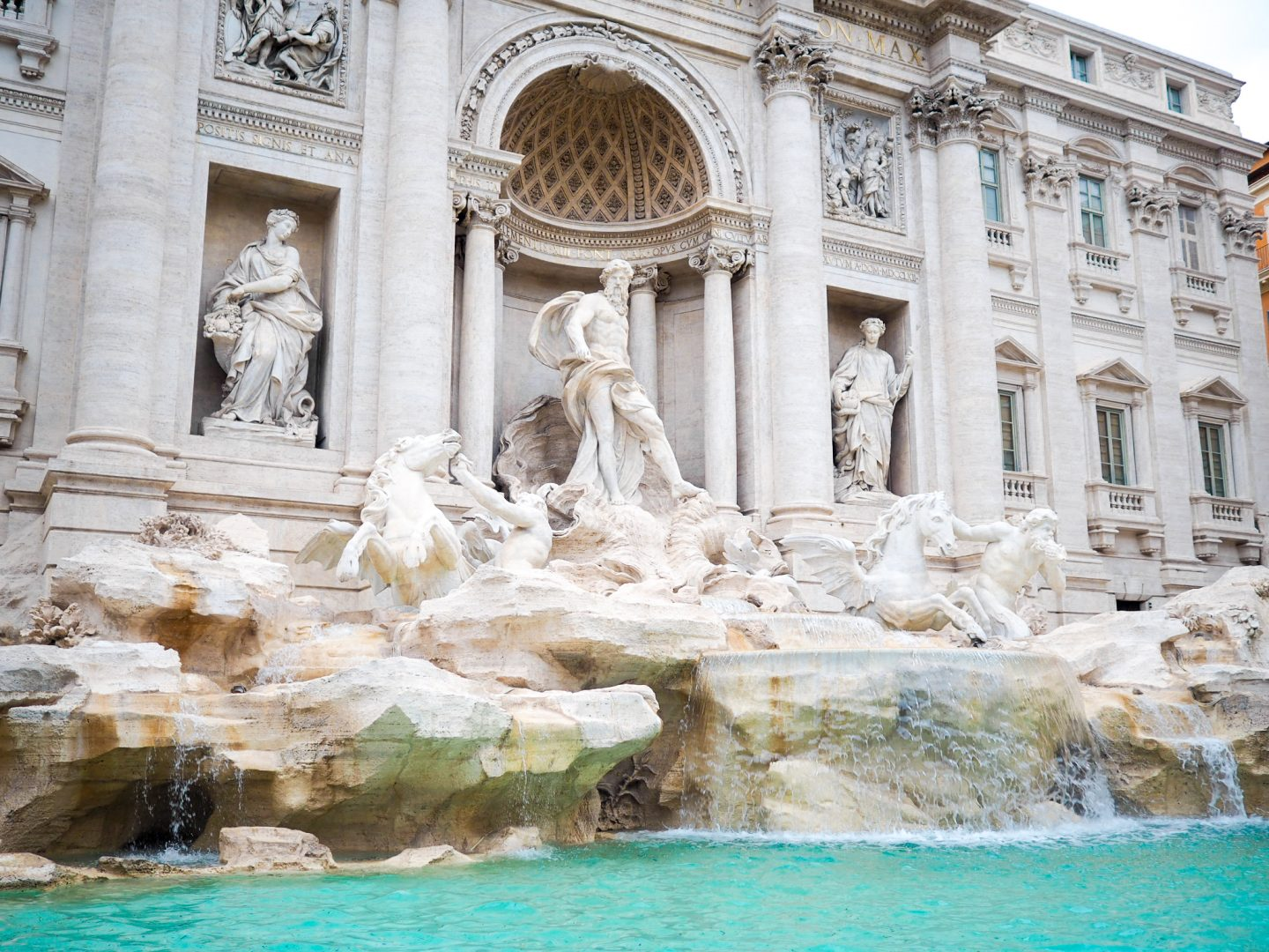 Instagram Location Photo Guide To Rome - Trevi Fountain