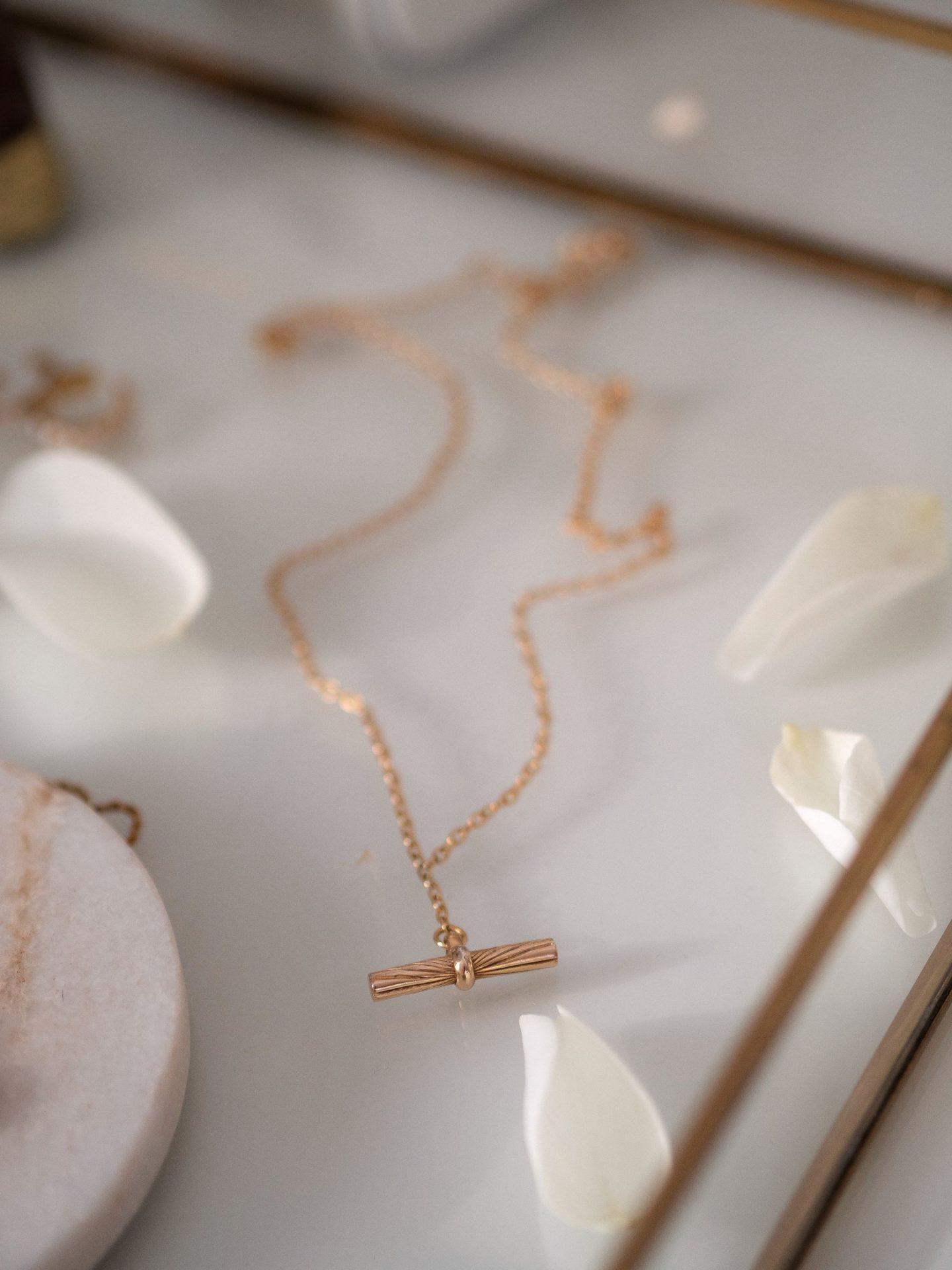 Daisy Jewellery Gold T-Bar Pendant